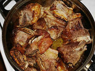 Говяжьи ребра с картошкой в духовке рецепт - Простые пошаговые ... | 240x320